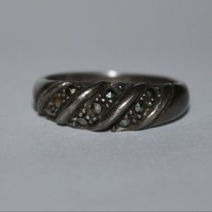 Vintage sterling silver and marcasite ring 8.25